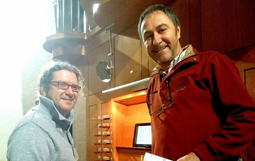 Tomé Olives y Lluís Sintes en un ensayo en la iglesia de Sant Martí de Es Mercadal.