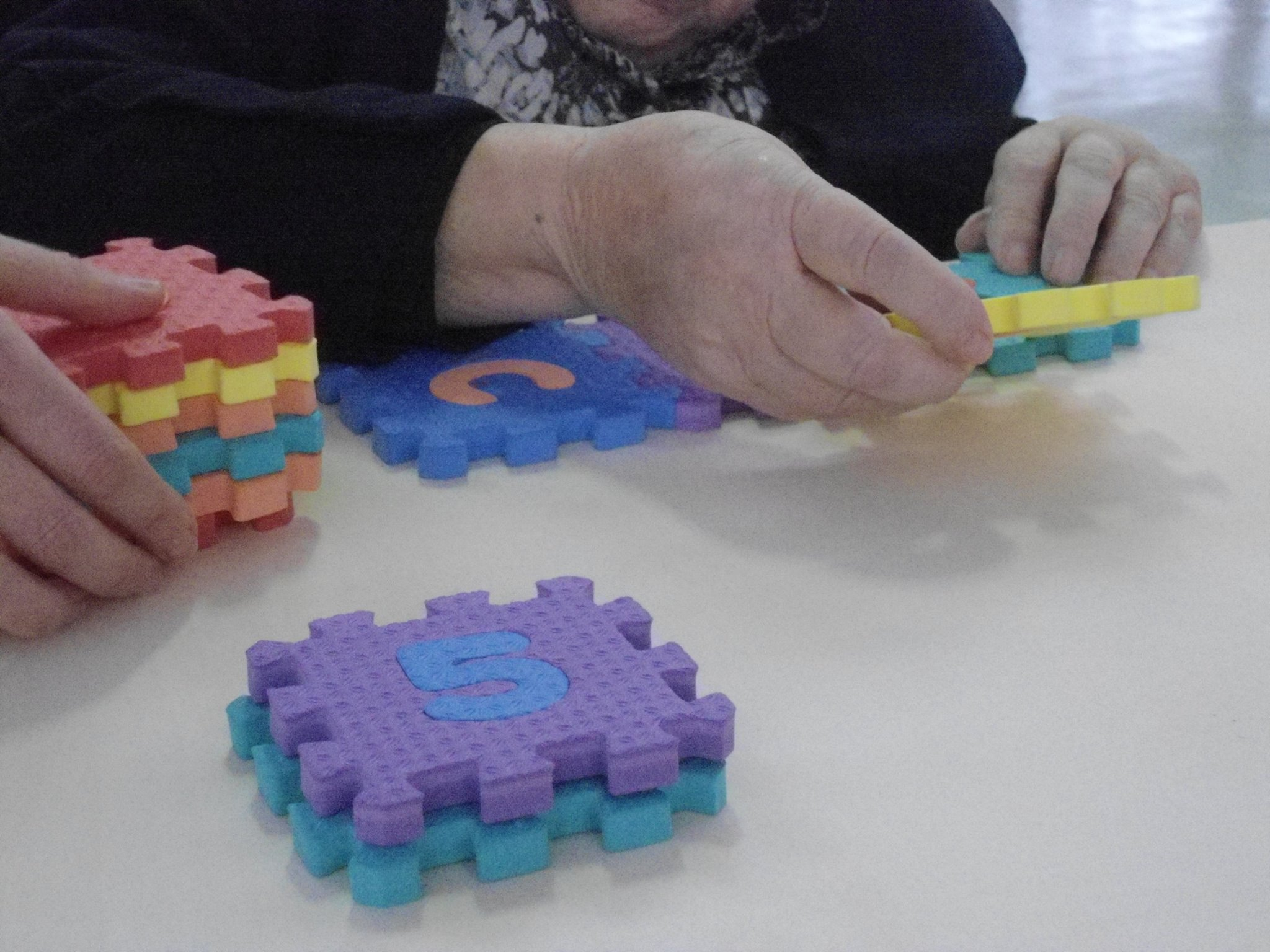 Personas mayores en un taller