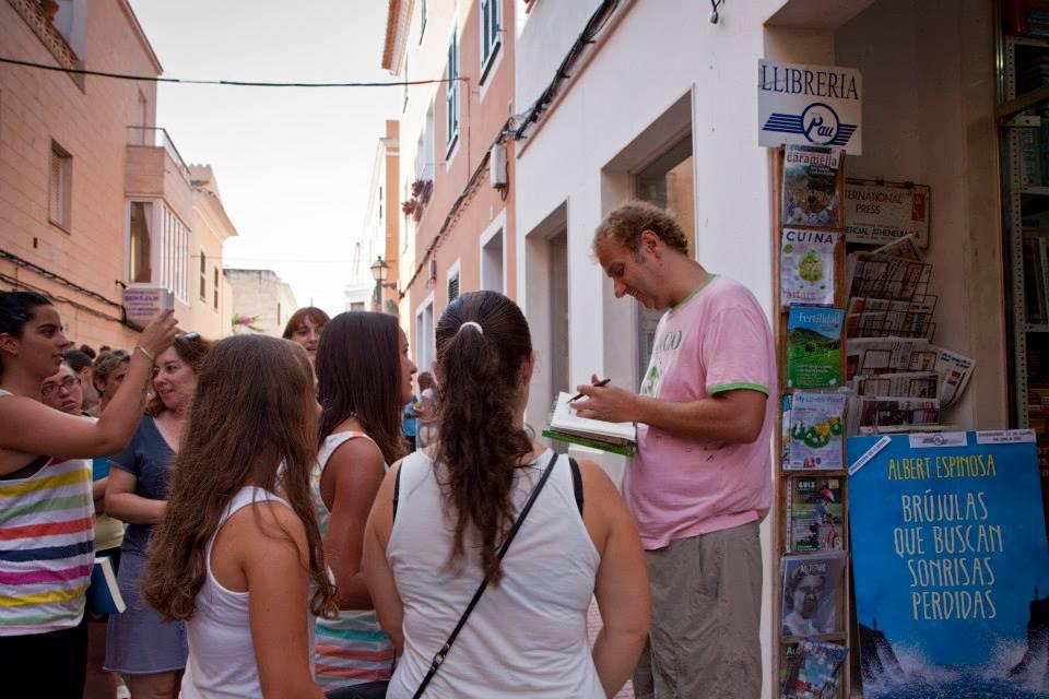 Albert Espinosa en librería Pau julio 2013. Foto Llibreria Pau...