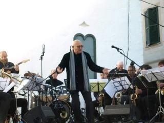 Lou Deach y la Menorca Swing Band. Foto Ajuntament de Sant Lluís