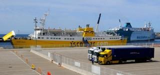 balearia y nura nova de iscomar en el puerto ciutadella