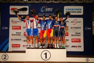Torres, en el podio junto a Mora en el Europeo de Suiza.