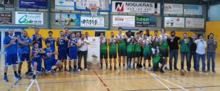 Jugadores del Sant Lluís y el Arenys, promocionando la candidatura de Menorca Talaiòtica (Foto: CCE Sant Lluís)