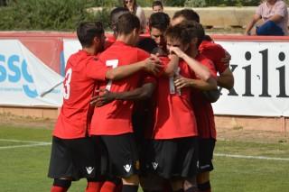 Los jugadores del Mallorca B celebran el gol de James ante el Formentera (Foto: futbolbalear.es)