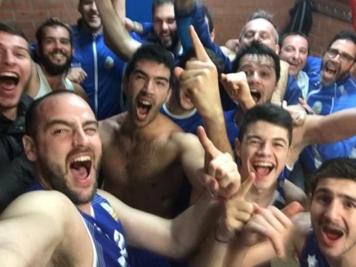 Selfie de la victoria en el vestuario (Foto: CCE Sant Lluís)