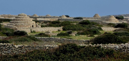 Elementos etnológicos de la zona norte de Ciutadella, en el área de Punta Nati. Foto: Martí i Bella.