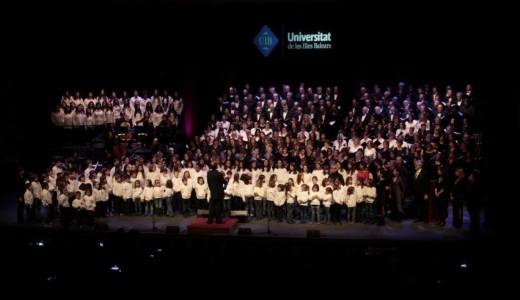 El concierto 'Tots per Nadal' se ofreció en el Auditórium de Palma. Foto: UIB.