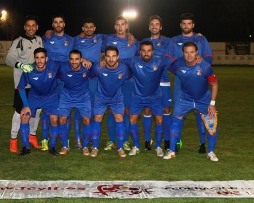 Elliot, abajo el primero por la izquierda, en el once titular en Tordesillas (Foto: futbolbalear.es)