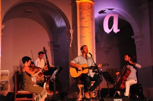 Momento de la actuación de Cris Juanico en el  43º Festival de Música d'Estiu de Ciutadella el 13 de julio pasado. Foto: Rafa Raga.