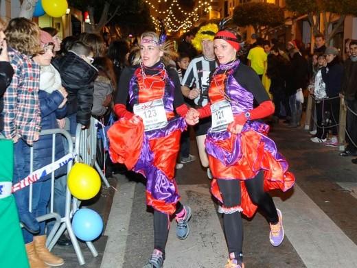 Atletismo, disfraces, música y diversión en Alaior (Fotos: Tolo Mercadal)