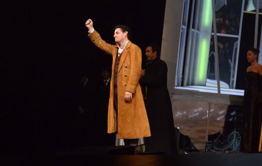 Simón Orfila, en segundo término, aplaude también a Juan Diego Florez al finalizar el estreno de 'Lucia di Lammermoor'. Foto: Gran Teatre del Liceu.