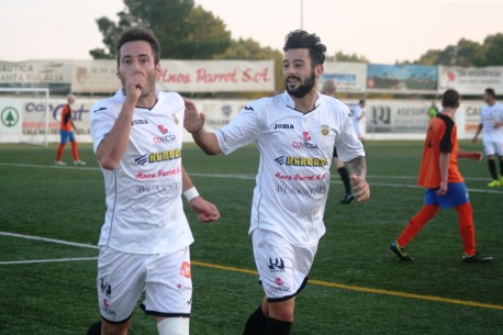 David Camps celebra uno de los goles, ayer ante el Sóller (Foto: noudiari.es)