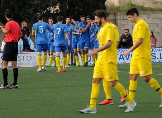 Celebración del gol de Juanfran (Fotos: Tolo Mercadal)