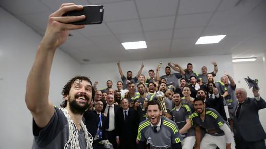 El tradicional selfie de la victoria de Sergio Llull.
