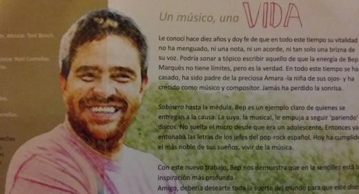 Parte interior del disco 'Vida', con un escrito de la periodista Raquel Marquès.