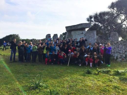 La actividad 'Agricultura i biosfera, dels talaiòtics fins ara' terminó con esta foto de grupo.