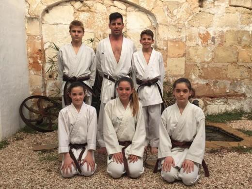 Imagen de los cinco representantes del Físics Ciutadella.
