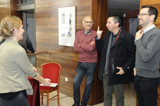 El conseller insular de Cultura (segundo por la derecha), en el momento de su llegada a la rueda de prensa de presentación de 'Patent de cors'. Foto: Tolo Mercadal.
