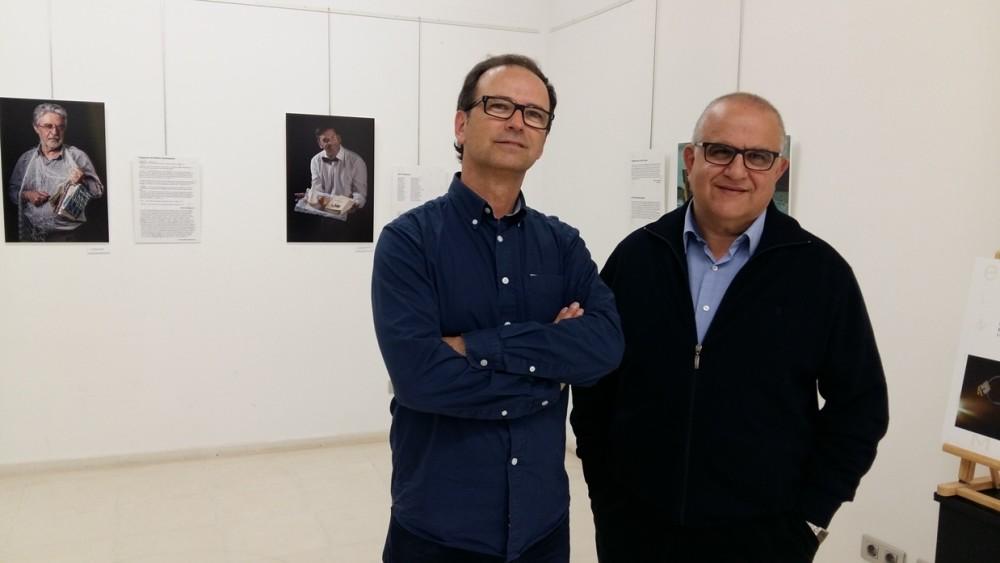Álvaro Anglada y Pau Gener con las imágenes de Joan F. López y Francesc Florit Nin al fondo.