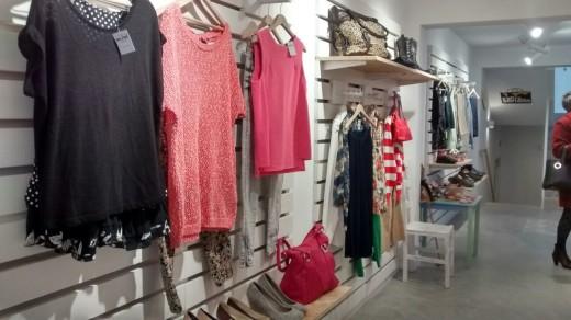 Imagen de una de las tiendas solidarias de ropa de Mestral en Menorca. Foto: Mestral/Càritas Diocesana de Menorca.