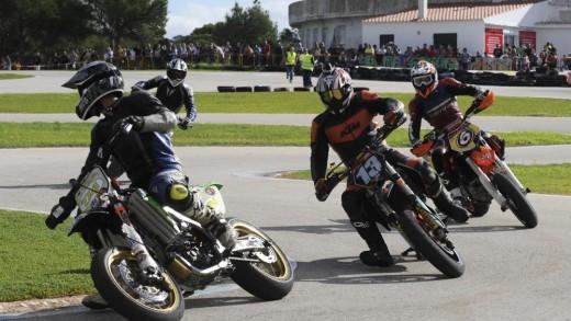 Imagen de una manga del campeonato de Balears de minivelocidad de motos en el circuito de la Costa Nova (Foto: Tolo Mercadal)