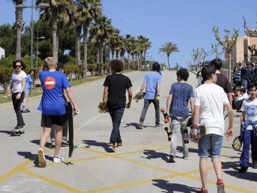 La vistosidad del surf toma la costa de Sant Lluís