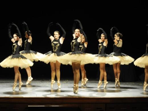 La danza vive un magnífico Día Internacional en un repleto Teatre Principal de Maó