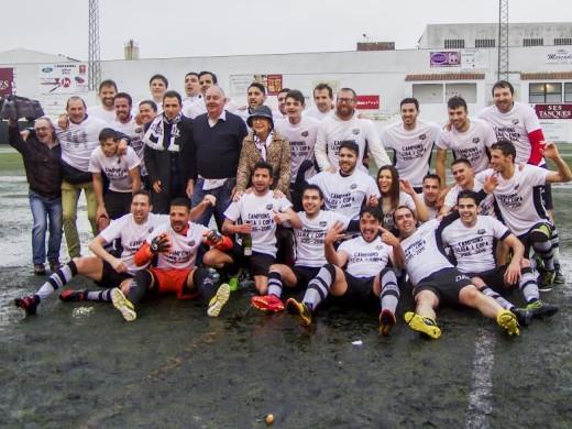 (Fotos) Campeón bajo la lluvia