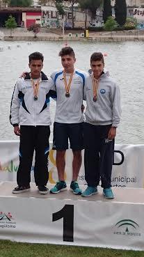 Pau Hierro, en el podio de Sevilla tras lograr el bronce.