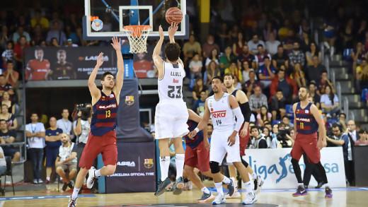 Llull ejecuta uno de los triples que logró en el primer cuarto (Foto: acb.com)