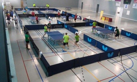 Imagen de las partidas de tenis de mesa en Es Castell (Fotos: IGA)