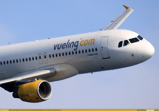 Avión de Vueling en pleno vuelo.