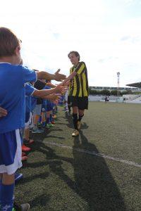 (Fotos) Un partido de 1 contra 100 lleva la locura y la diversión a Sant Lluís
