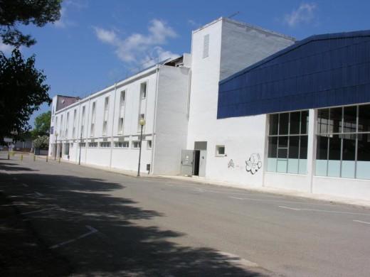 Maó cambiará la cubierta de la piscina del polideportivo municipal