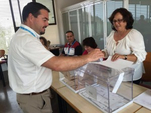 Voto en el colegio Sant Llorenç de Sant Joan, en Eivissa.
