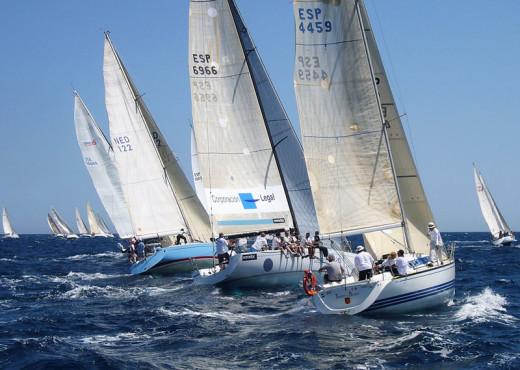 Zarpa la regata Menorca-Sant Joan
