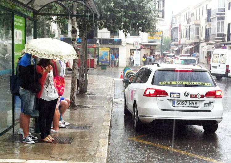 Episodio de lluvia durante el verano pasado en Maó (Foto: Tolo Mercadal)