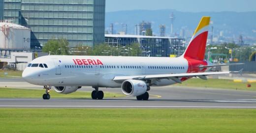 Avión de Iberia en el aeropuerto de Vigo.