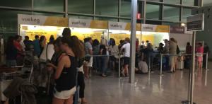 Colas que se encontraron los pasajeros de madrugada en El Prat.