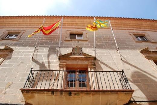 Fachada del Ajuntament d'Alaior.
