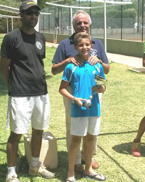 Felipe Virgili, con el trofeo.