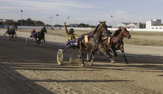 Momento de la llegada de la cuarta carrera (Fotos: Carlos Orfila)