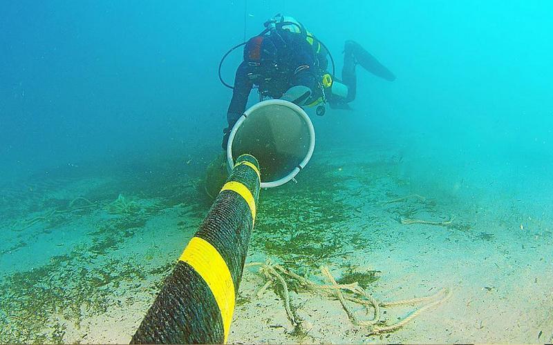 Cable submarino entre Menorca y Mallorca.