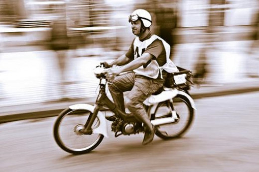 Detenido mientras circulaba por Ciutadella en ciclomotor sin carnet ni seguro