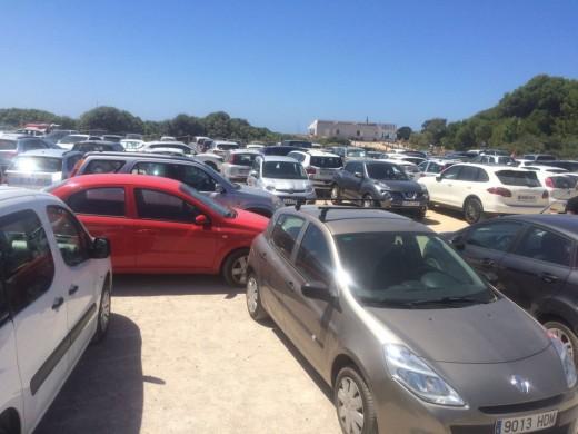 Imagen del parking de Son Bou durante el fin de semana (Foto: Tolo Mercadal)