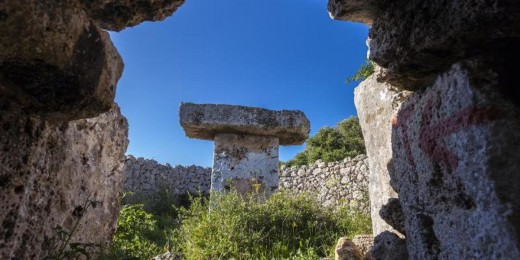 Las taulas son uno de los elementos más caraterísticos de la cultura talayótica de Menorca.