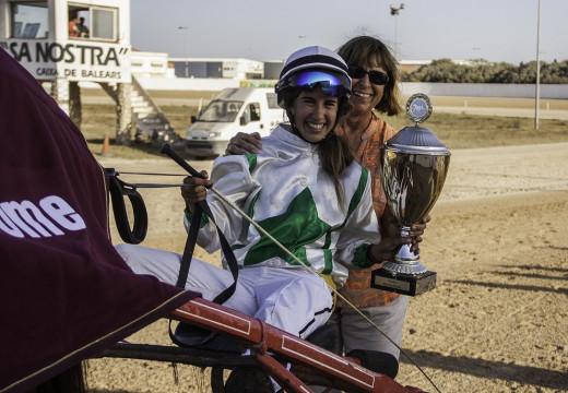 Trofeo de la tercera carrera (Fotos: Carlos Orfila)