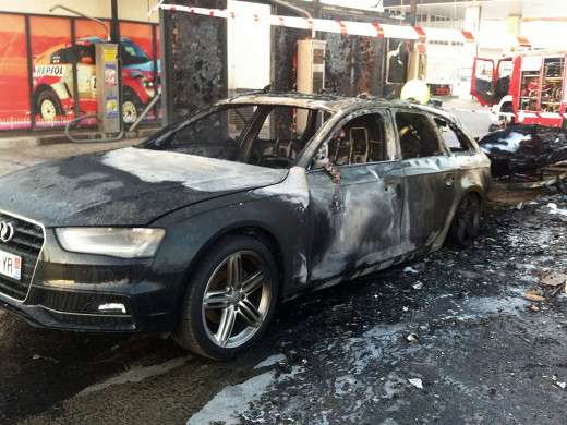(Vídeo) Incendio en la gasolinera de la carretera de Cala en Blanes