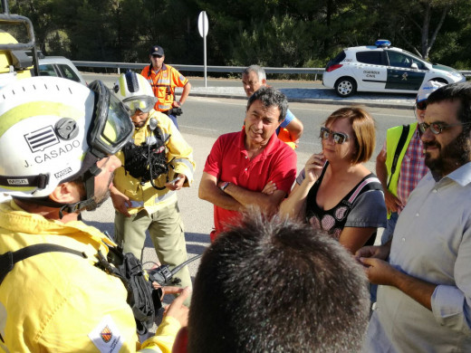 (Vídeo y galería de fotos) Estabilizado el incendio que ha obligado a desalojar a 600 personas en Addaia, Arenal d'en castell y Coves Noves