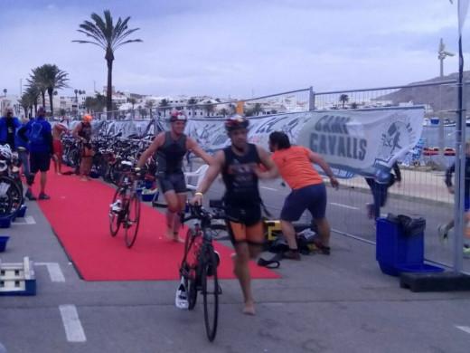 (Fotos) Fiesta del triatlón en Fornells